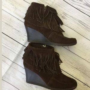 Minnetonka Size 8 US Fringe Wedge Heel Boots